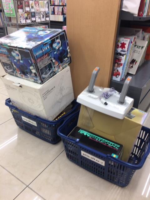 【ブックオフ】250円→2~3,000円の商品がゴロゴロ並んでいるコーナー。
